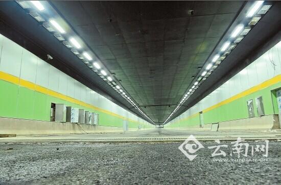 荧光灯隧道灯