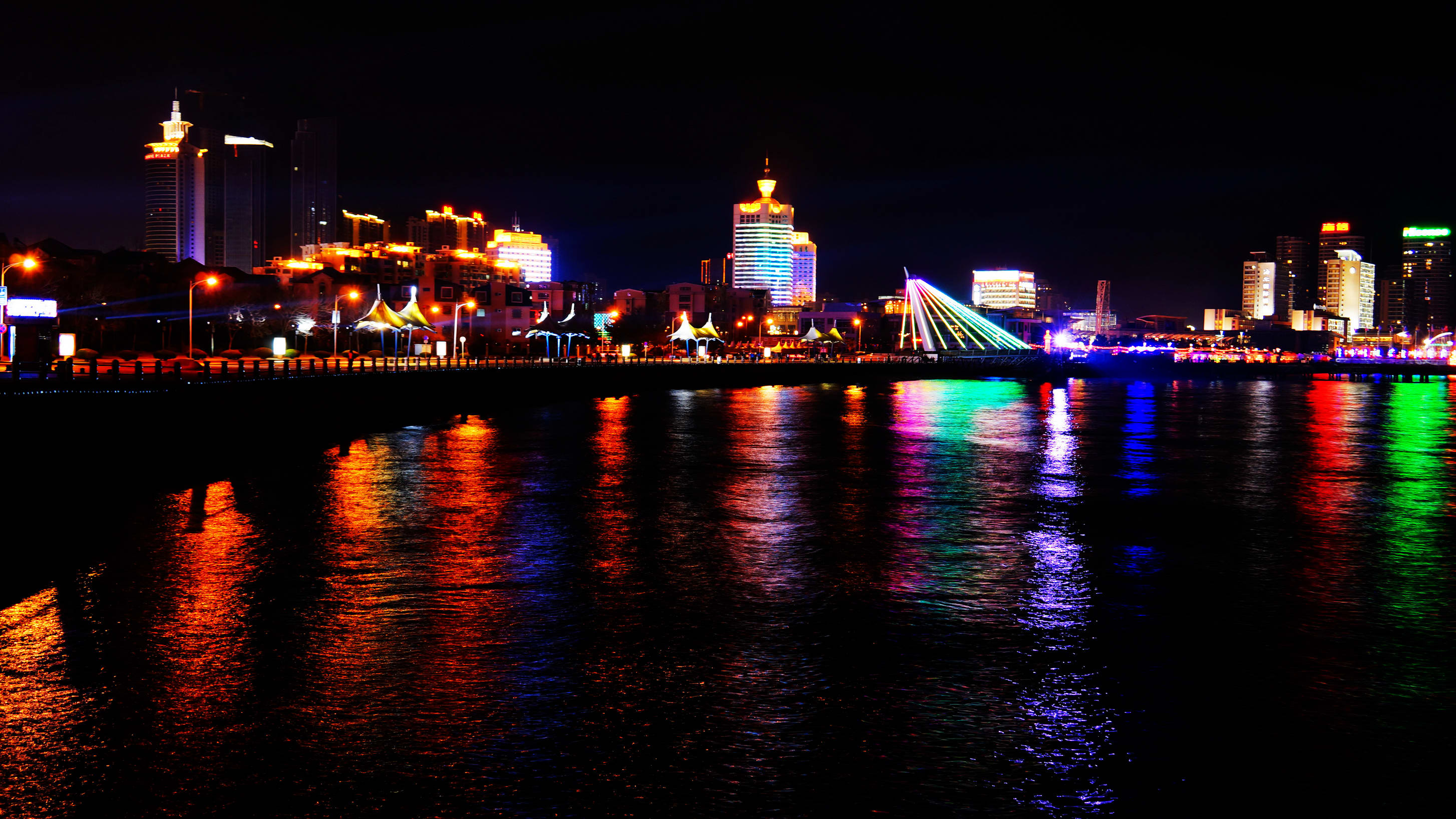 春节隧道夜景